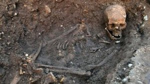 Richard III's grave and skeleton in Leicester